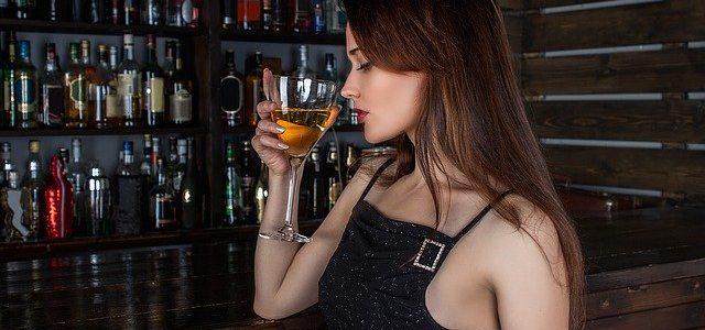 Frau Weinkühlschrank